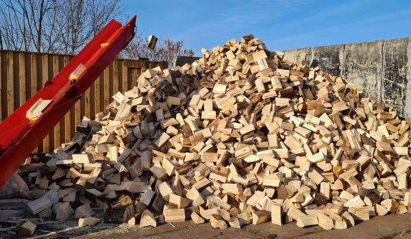 Fichten Brennholz trocken & sofort verheizbar – 25 cm Scheite – lose – 1 SRM