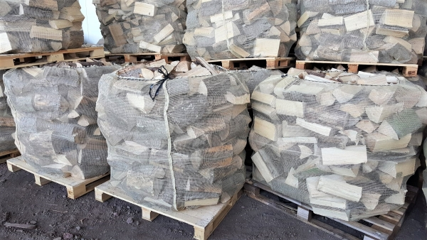 Fichten Brennholz trocken & sofort verheizbar – 25 cm Scheite – Big Bag – 1 RM