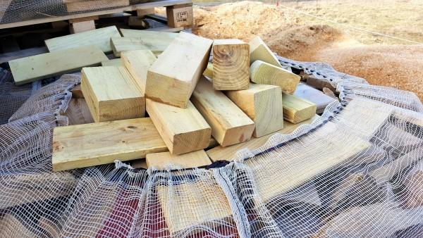 Robinien Brennholz (vglb. mit Tropenholz) trocken & sofort verheizbar – 25 cm Stücke industrial Kantholz – Big Bag – 1 RM